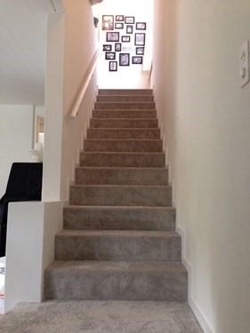steintreppe mit teppich verkleidet fennerboden aus volketswil parkett bodenbel ge und teppiche. Black Bedroom Furniture Sets. Home Design Ideas